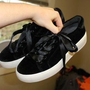 steve madden sneakers size 7 size 37 black velvet